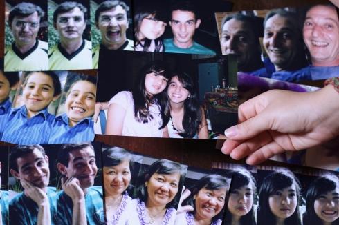"""2009: o ano em que decidimos tirar fotos de todos fazendo as mesmas caretas de """"triste, feliz, MUITO FELIIZ!"""""""